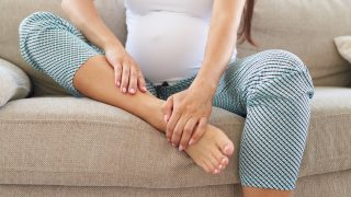 妊娠中の足のむくみ